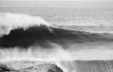 Axier Muniain botando pra baixo em Playa Gris - Foto: Pablo Azkue