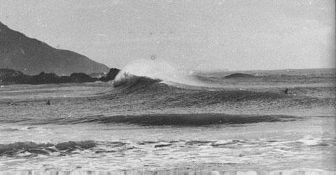 Praia Vermelha em Garopaba-SC | Foto - Gilberto Arcári - 1979 | Fonte - Webpage de José Geraldo Mattos
